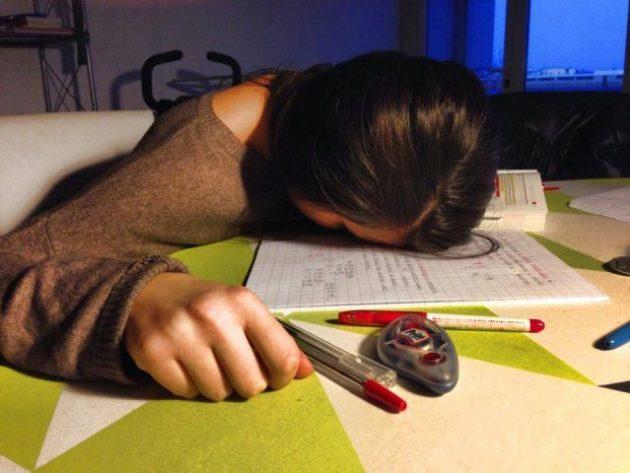 Como estar despierto toda la noche para estudiar